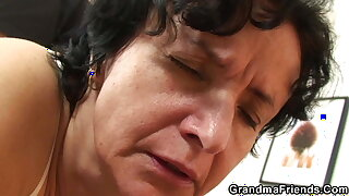 Hairy granny takes pussy toying before threesome