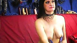 Extreme kinky mature lady on webcam