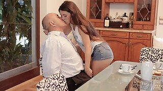 DADDY4K. Cunning person takes care of attractive chick who was angry